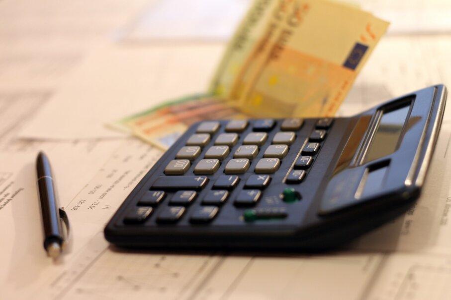 В середине января 2021 года налоговый орган выплачивает авансовый платеж налоговых льгот