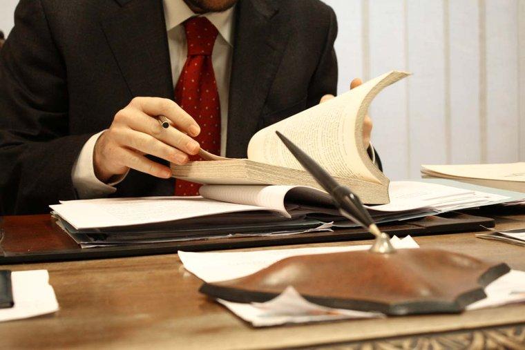 Как иностранцу выбрать адвоката во Франции