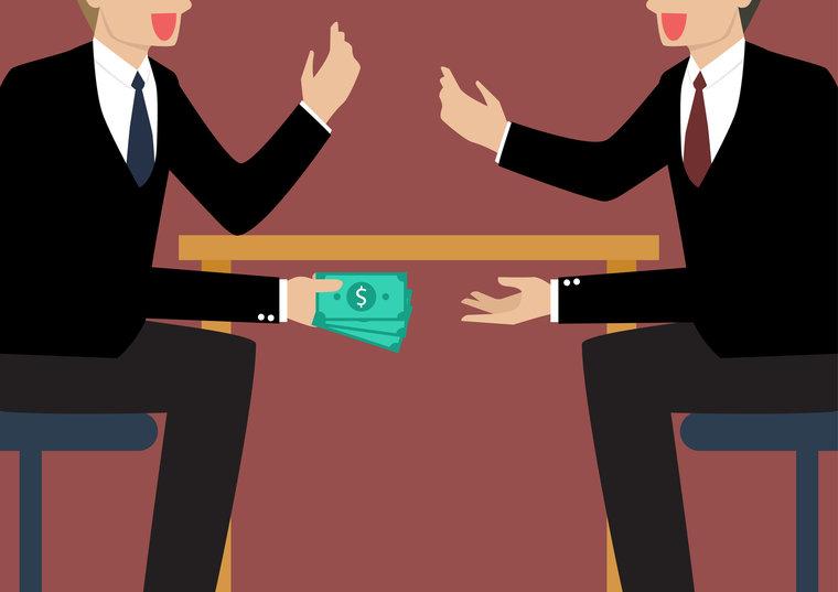 На заседании суда говорилось об «очень необычных» банковских операциях