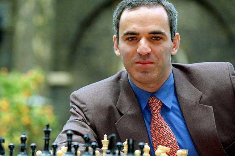 Каспаров получит от России восемь тысяч евро