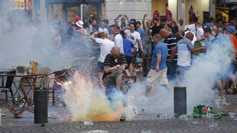 Суд Франции смягчил наказание для футбольных болельщиков из России